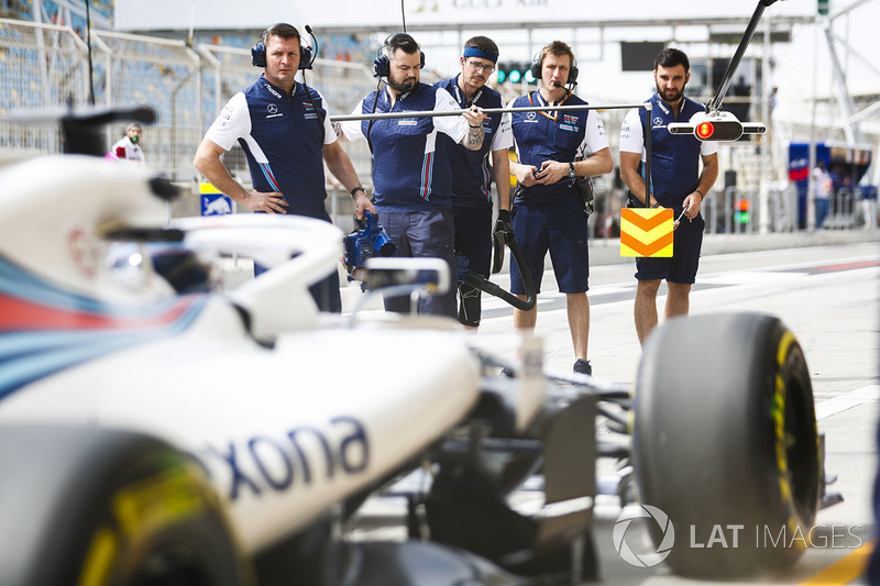 The Williams pit crew await Lance Stroll, Williams FW41 Mercedes, in the pit lane