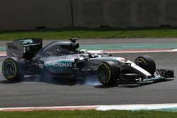 Lewis Hamilton, Mercedes F1 W06, pierde el control