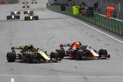 Max Verstappen, Red Bull Racing RB14 and Carlos Sainz Jr., Renault Sport F1 Team R.S. 18 battle