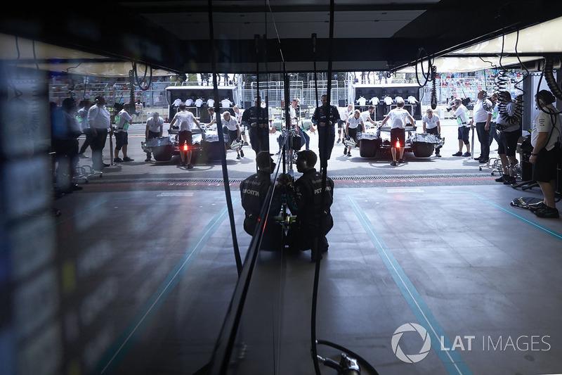 Valtteri Bottas, Mercedes AMG F1 W09, kembali ke garasi