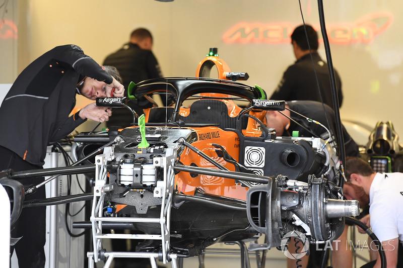McLaren MCL33 garajda