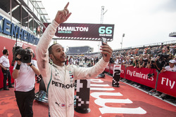 Race winner Lewis Hamilton, Mercedes-AMG F1 W09 celebrates with a selfie in parc ferme