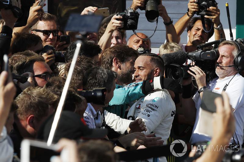 El ganador Lewis Hamilton, Mercedes-AMG F1