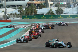 Valtteri Bottas, Mercedes-Benz F1 W08  leads at the start of the race as Kevin Magnussen, Haas F1 Team VF-17 runs wide