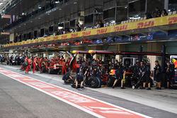 Daniel Ricciardo, Red Bull Racing RB13 pit stop