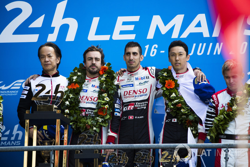 Genel klasman podyum: Yarış galibi Sébastien Buemi, Kazuki Nakajima, Fernando Alonso, Toyota Gazoo Racing, 2. Mike Conway, Kamui Kobayashi, Jose Maria Lopez, 3. Mathias Beche, Gustavo Menezes, Thomas Laurent, Rebellion Racing