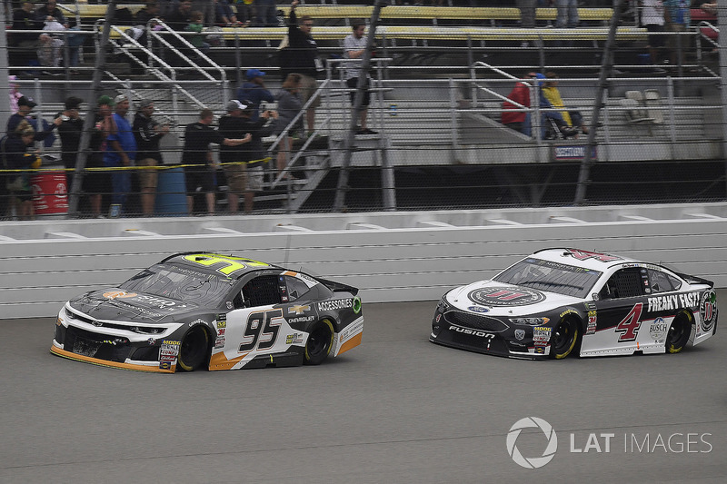 Kasey Kahne, Leavine Family Racing, Chevrolet Camaro Chevy Accessories e Kevin Harvick, Stewart-Haas