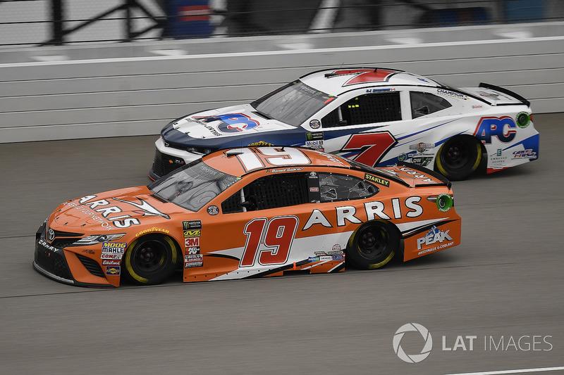 Daniel Suarez, Joe Gibbs Racing, Toyota Camry ARRIS e D.J. Kennington, Premium Motorsports, Chevrolet