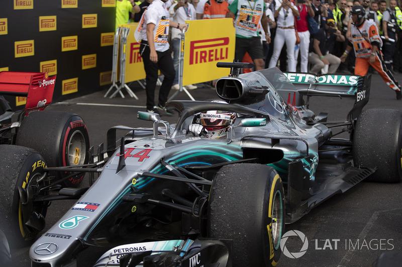 Hamilton 65, Mercedes 79