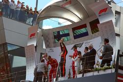 Jonathan Wheatley, Red Bull Racing Team Manager, Kimi Raikkonen, Ferrari, Max Verstappen, Red Bull Racing and Sebastian Vettel, Ferrari on the podium