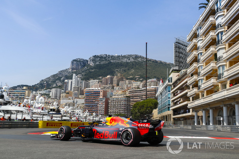 1: Daniel Ricciardo, Red Bull Racing RB14, 1'10.810
