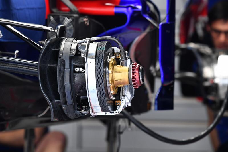 Toro Rosso STR13 : freins avant