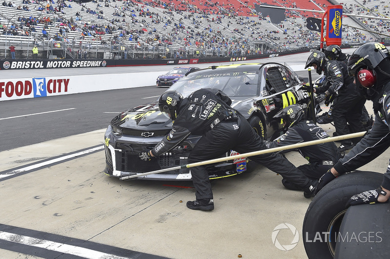 Jimmie Johnson, Hendrick Motorsports, Chevrolet Camaro Lowe's for Pros, makes a pit stop