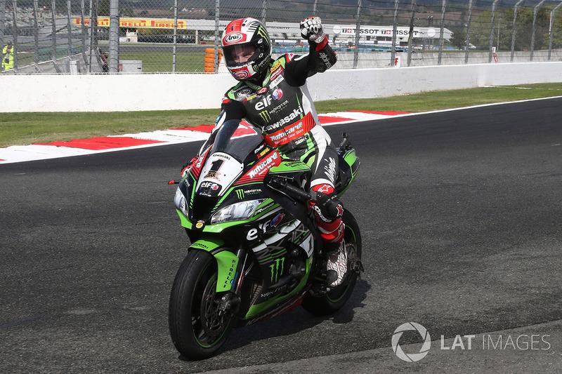 Ganador de la carrera y campeón de 2017 Jonathan Rea, Kawasaki Racing