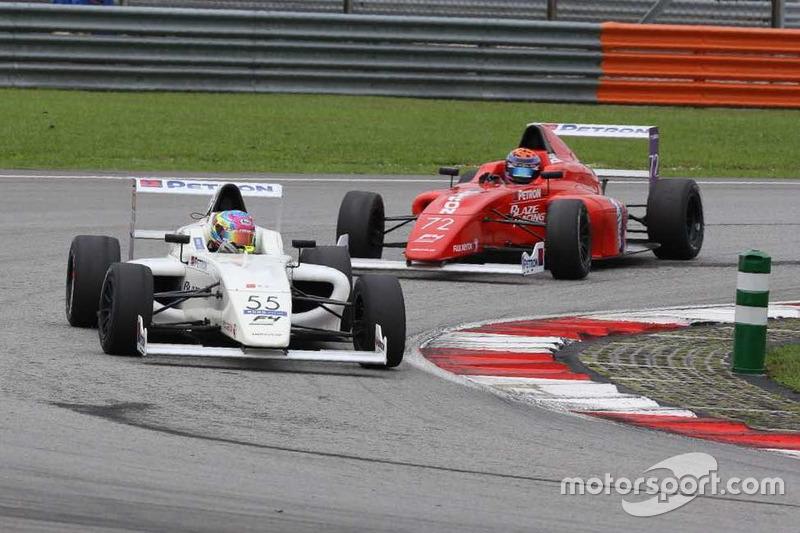 Daniel Cao memimpin Nayan Chatterjee di Race 4