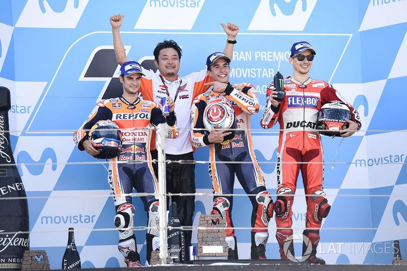 Podio: 1º Marc Marquez, 2º Dani Pedrosa, 3º Jorge Lorenzo