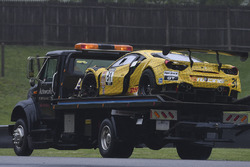 Bergung des Unfallautos #31 TR3 Racing, Ferrari 488 GT3: Daniel Mancinelli, Niccolo Schiro