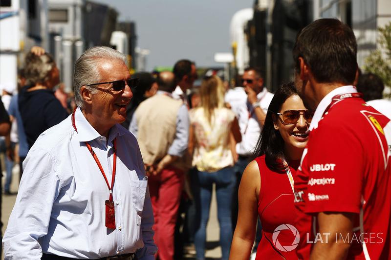 Piero Lardi Ferrari habla a empleados de Ferrari