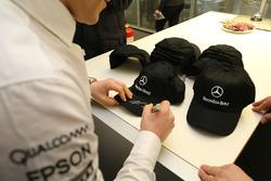 Valtteri Bottas, Mercedes AMG F1 signs autographs for Mercedes-Benz employees