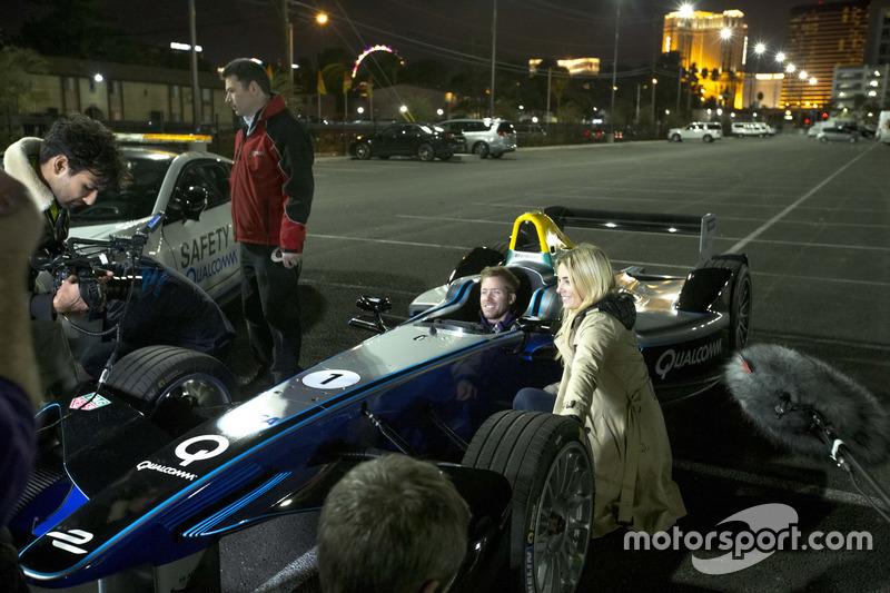 Sam Bird, DS Virgin Racing, filma en la cabina