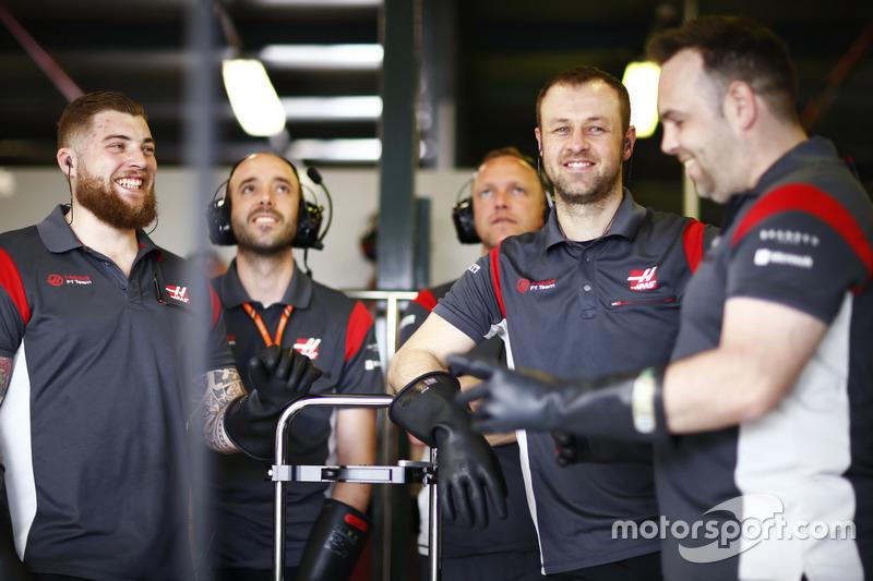 Mechaniker von Haas F1 Team