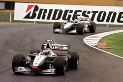 Mika Häkkinen, McLaren MP4/13; David Coulthard, McLaren MP4/13