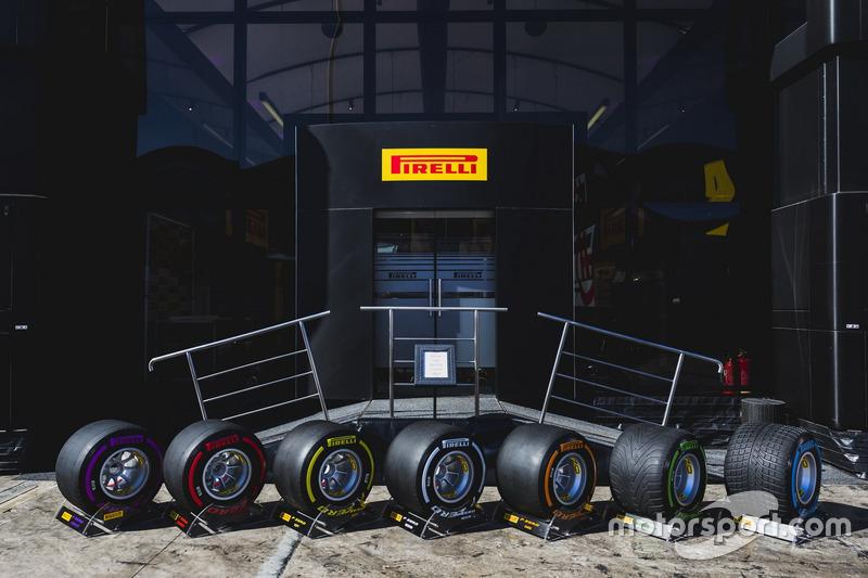 На прошлогодних тестах у команд Формулы 1 было пять составов сликов: Hard, Medium, Soft, SuperSoft и UltraSoft...