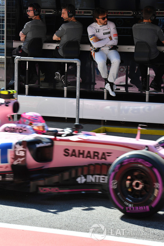 Fernando Alonso, McLaren, Esteban Ocon, Sahara Force India VJM10