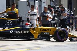 Nico Hulkenberg, Renault Sport F1 Team RS17, Fernando Alonso, McLaren
