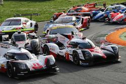 №1 Porsche Team, Porsche 919 Hybrid: Андре Лоттерер, Ник Тэнди, Нил Джани; №7 Toyota Gazoo Racing Toyota TS050 Hybrid: Майк Конвей, Камуи Кобаяши, Юдзи Кунимото