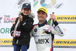 Race winner Colin Turkington, West Surrey Racing BMW 125i M Sport