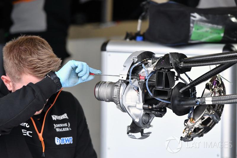 Кріплення переднього колеса Sahara Force India VJM10