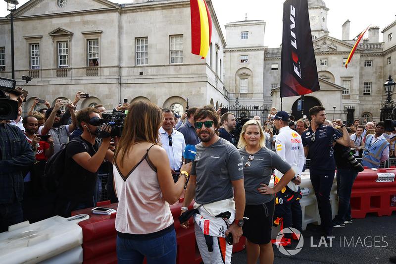 Фернандо Алонсо (McLaren) дає інтерв'ю