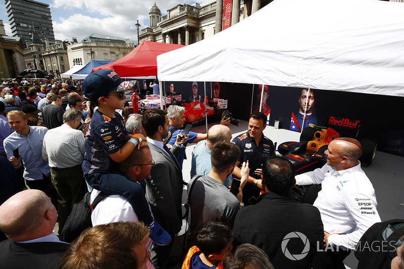 Fans talk to a Red Bull Racing engineer