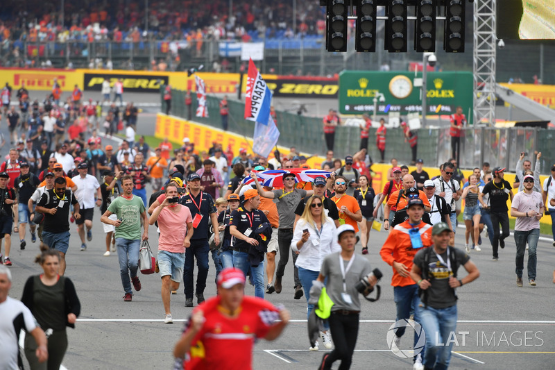 Fans on track