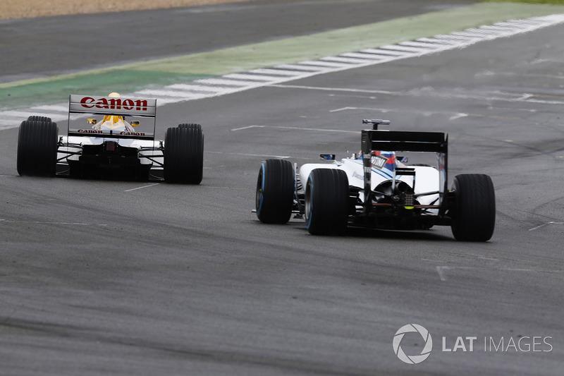 Paul di Resta Williams FW40; Karun Chandhok, Williams FW14B Renault