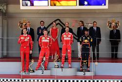 Riccardo Adami, Ingeniero de carrera de Ferrari, Kimi Raikkonen, de Ferrari, Sebastian Vettel, Ferrari y Daniel Ricciardo, Red Bull Racing