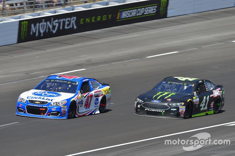 A.J. Allmendinger, JTG Daugherty Racing, Chevrolet; Kurt Busch, Stewart-Haas Racing, Ford