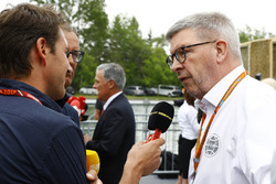 Ross Brawn, Managing Director of Motorsports, FOM, Chase Carey, Chairman, Formula One, talk to the media, including reporter Tom Clarkson