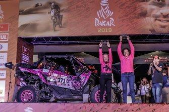 Podio: #371 Yamaha: Camelia Liparoti, Rosa Romero