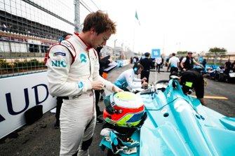 Oliver Turvey, NIO Formula E Team on the grid
