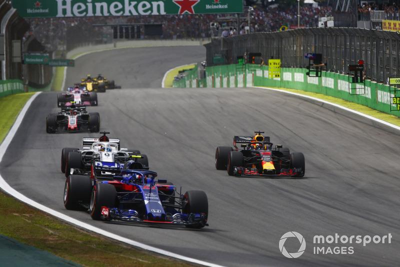 П'єр Гаслі, Toro Rosso STR13 Honda, попереду суперників