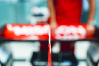 Applicazione degli adesivi Ferrari Philip Morris
