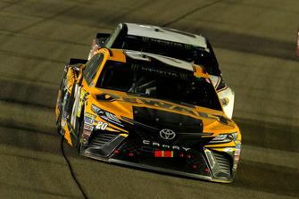 Erik Jones, Joe Gibbs Racing, Toyota Camry DeWalt and Brad Keselowski, Team Penske, Ford Fusion Discount Tire
