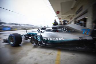 Valtteri Bottas, Mercedes AMG F1 W09 EQ Power+, quitte le garage