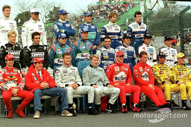 La foto del grupo de pilotos de 1998 en el gran premio de Japón.