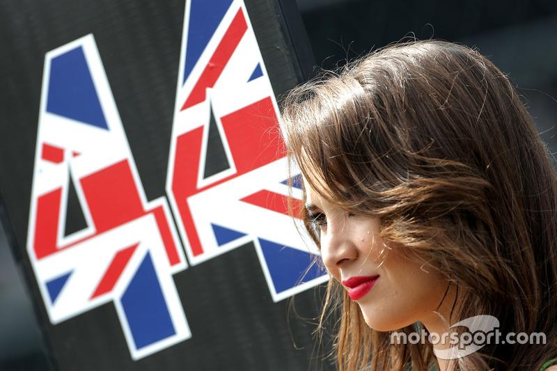 Hot grid girl, Lewis Hamilton, Mercedes AMG F1