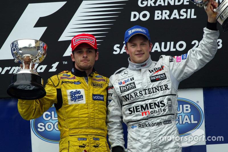 Джанкарло Физикелла (Jordan) и Кими Райкконен (McLaren) на подиуме Гран При Бразилии 2003