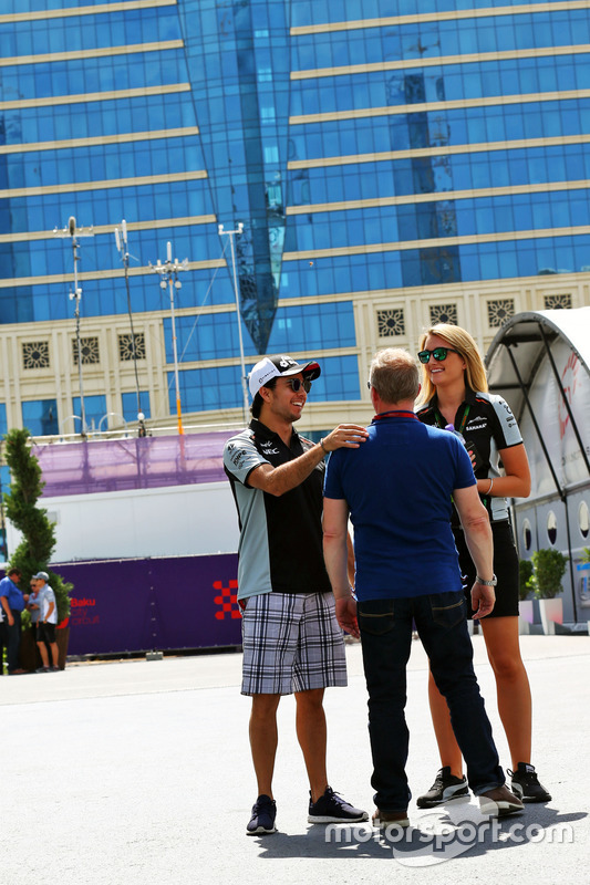 Sergio Pérez, Sahara Force India F1 con Johnny Herbert, Sky Sports F1 y Victoria Helyar, Sahara Force India F1 Team