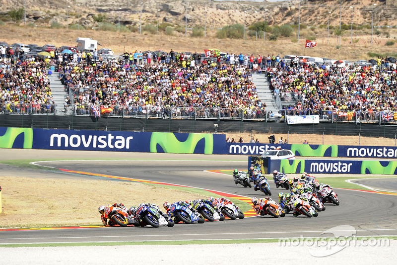 Beim Start zum Rennen setzt Jorge Lorenzo Polesitter Marquez zu, doch ...